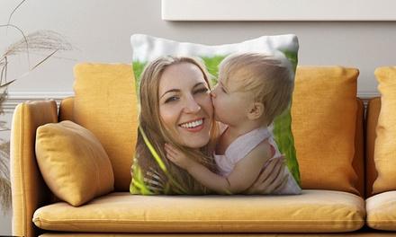 Cuscini personalizzati in 2 formati con stampa foto effetto lucido o opaco con Photo Gifts (sconto fino a 86%)